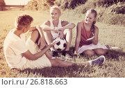 Купить «Friends resting after game with ball», фото № 26818663, снято 27 июля 2017 г. (c) Яков Филимонов / Фотобанк Лори