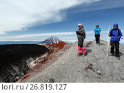 Купить «Девушки гуляют на вершине Авачинского вулкана», фото № 26819127, снято 23 января 2019 г. (c) А. А. Пирагис / Фотобанк Лори