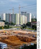 Купить «Москва, Академический район, строительство жилых домов по программе реновации жилого фонда», фото № 26819223, снято 13 августа 2017 г. (c) glokaya_kuzdra / Фотобанк Лори