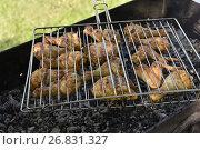 Купить «Шашлык из курицы на решетке», эксклюзивное фото № 26831327, снято 19 августа 2017 г. (c) Юрий Морозов / Фотобанк Лори