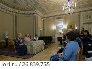 Директор Юсуповского дворца на Мойке в Санкт-Петербурге Нина Кукурузова на пресс-конференции, фото № 26839755, снято 30 августа 2017 г. (c) Stockphoto / Фотобанк Лори