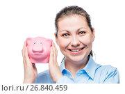 Купить «happy businesswoman portrait with piggy bank full of coins on a white background», фото № 26840459, снято 26 февраля 2017 г. (c) Константин Лабунский / Фотобанк Лори