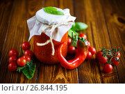 Купить «Homemade organic tomato sauce in a glass jar», фото № 26844195, снято 30 августа 2017 г. (c) Peredniankina / Фотобанк Лори