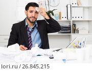 Купить «Spanish male worker is having complicated issue with project», фото № 26845215, снято 29 июля 2017 г. (c) Яков Филимонов / Фотобанк Лори