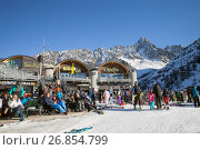 Купить «Chamonix du Mont-Blanc, France - DEC 30, 2016: Rider-cafe at the Lognan cable car station in French Alps, Grands Montets», фото № 26854799, снято 30 декабря 2016 г. (c) Юлия Кузнецова / Фотобанк Лори