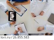 Купить «doctors with jaw x-ray on tablet pc at clinic», фото № 26855583, снято 4 апреля 2017 г. (c) Syda Productions / Фотобанк Лори