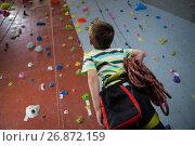 Купить «Boy standing with rope in fitness studio», фото № 26872159, снято 10 мая 2017 г. (c) Wavebreak Media / Фотобанк Лори