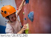 Купить «Determined boy practicing rock climbing», фото № 26872243, снято 10 мая 2017 г. (c) Wavebreak Media / Фотобанк Лори