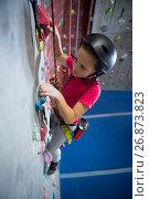 Купить «Determined teenage girl practicing rock climbing», фото № 26873823, снято 10 мая 2017 г. (c) Wavebreak Media / Фотобанк Лори