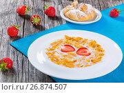 Купить «Corn flakes with milk and strawberries, close-up», фото № 26874507, снято 1 апреля 2020 г. (c) Oksana Zh / Фотобанк Лори