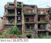 Купить «Руины кирпичного дома», фото № 26875331, снято 3 сентября 2017 г. (c) Кекяляйнен Андрей / Фотобанк Лори