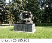 Купить «Скульптура «Плодородие». Парк Дружбы. Левобережный район. Москва», эксклюзивное фото № 26885903, снято 10 августа 2017 г. (c) lana1501 / Фотобанк Лори