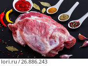 Купить «fresh raw pork shoulder with ingredients for marinade», фото № 26886243, снято 20 января 2019 г. (c) Oksana Zh / Фотобанк Лори