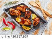Купить «grilled whole quails with thyme and garlic in roasting dish», фото № 26887939, снято 10 июля 2020 г. (c) Oksana Zh / Фотобанк Лори