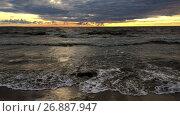 Купить «Темные морские волны набегают на песчаный пляж на закате, Финский залив», видеоролик № 26887947, снято 5 сентября 2017 г. (c) Кекяляйнен Андрей / Фотобанк Лори