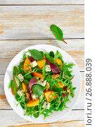 Купить «persimmon, blue cheese, spinach, arugula, lettuce leaves and walnuts salad», фото № 26888039, снято 14 декабря 2017 г. (c) Oksana Zhupanova / Фотобанк Лори