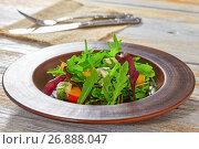Купить «salad with persimmon slices, mix of lettuce leaves, blue cheese», фото № 26888047, снято 14 декабря 2017 г. (c) Oksana Zhupanova / Фотобанк Лори