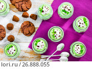 Купить «mint Cheesecake Mousse Dessert topped with whipped cream», фото № 26888055, снято 10 января 2017 г. (c) Oksana Zh / Фотобанк Лори