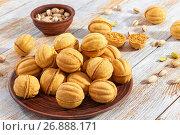 Купить «walnut shaped shortbread sandwich cookies filled with sweet condensed milk», фото № 26888171, снято 19 декабря 2018 г. (c) Oksana Zh / Фотобанк Лори