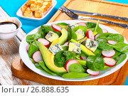 Купить «gorgonzola, avocado, spinach, red radish salad», фото № 26888635, снято 26 августа 2019 г. (c) Oksana Zh / Фотобанк Лори