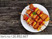 Купить «hot Grilled meat with corn cob slices», фото № 26892667, снято 27 июня 2017 г. (c) Oksana Zh / Фотобанк Лори