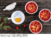 portions of Cherry clafouti in ceramic ramekins. Стоковое фото, фотограф Oksana Zh / Фотобанк Лори