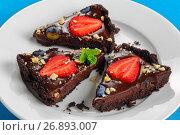 Купить «slices of no bake Chocolate cake», фото № 26893007, снято 19 августа 2018 г. (c) Oksana Zh / Фотобанк Лори