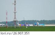 Купить «KLM Cityhopper Embraer 175 accelerate before departure», видеоролик № 26907351, снято 25 июля 2017 г. (c) Игорь Жоров / Фотобанк Лори