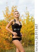Сексуальная молодая девушка в черном белье и портупеи. Стоковое фото, фотограф Момотюк Сергей / Фотобанк Лори