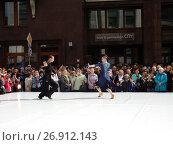 Купить «Москва отмечает 870-й день рождения. Показательные выступления по спортивным бальным танцам. Улица Охотный Ряд», эксклюзивное фото № 26912143, снято 9 сентября 2017 г. (c) lana1501 / Фотобанк Лори