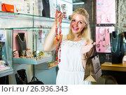 Купить «woman shopping necklace», фото № 26936343, снято 20 августа 2018 г. (c) Яков Филимонов / Фотобанк Лори