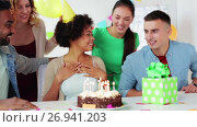 team greeting colleague at office birthday party. Стоковое видео, видеограф Syda Productions / Фотобанк Лори
