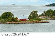 Жизнь на островах в Балтийском море. Красный деревянный дом. Аландские острова, Финляндия (2017 год). Стоковое фото, фотограф Валерия Попова / Фотобанк Лори