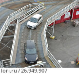 Купить «Автомобили въезжают по мостику на круизный паром Viking Line. Турку, Финляндия», фото № 26949907, снято 2 сентября 2017 г. (c) Валерия Попова / Фотобанк Лори