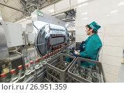 Купить «Brest Distillery. The employee supervises the visual inspection of bottles with vodka ..», фото № 26951359, снято 5 июля 2017 г. (c) Андрей Радченко / Фотобанк Лори