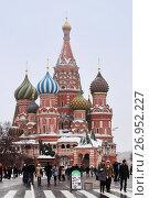 Купить «Туристы гуляют по зимней Красной площади в Москве», фото № 26952227, снято 9 февраля 2013 г. (c) Александр Гаценко / Фотобанк Лори