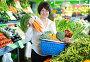 Mature woman buying fresh vegetables, фото № 26959291, снято 10 марта 2017 г. (c) Яков Филимонов / Фотобанк Лори