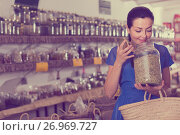 Купить «adult female take a smell natural dried herbs sold by weight in eco shop», фото № 26969727, снято 13 июня 2017 г. (c) Яков Филимонов / Фотобанк Лори