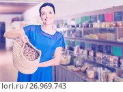 Купить «woman displayed big shopping bag with nuts in eco market», фото № 26969743, снято 13 июня 2017 г. (c) Яков Филимонов / Фотобанк Лори