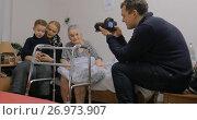 Купить «Family coming to visit elderly grandma in the hospital», видеоролик № 26973907, снято 2 июля 2017 г. (c) Данил Руденко / Фотобанк Лори