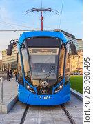 Новый трамвайный вагон модели 71-931М («Витязь-М») на площади Тверская Застава в Москве (2017 год). Редакционное фото, фотограф Владимир Сергеев / Фотобанк Лори