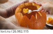 Купить «close up of woman carving halloween pumpkin», видеоролик № 26982115, снято 20 сентября 2017 г. (c) Syda Productions / Фотобанк Лори