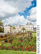 Купить «Вид на Люксембургский дворец (Palais du Luxembourg) из Люксембургского сада (Jardin du Luxembourg) в солнечный день. Париж. Франция», фото № 26983811, снято 15 сентября 2017 г. (c) E. O. / Фотобанк Лори