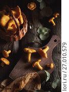 Chanterelles on a wooden background. Стоковое фото, фотограф Оксана Голева / Фотобанк Лори