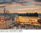 Купить «Стена Плача и купол Скалы на закате, Иерусалим, Израиль», фото № 27011391, снято 1 ноября 2016 г. (c) Наталья Волкова / Фотобанк Лори