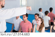 Купить «Trainer explains the basics of techniques», фото № 27014683, снято 8 апреля 2017 г. (c) Яков Филимонов / Фотобанк Лори