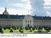 Купить «Дом Инвалидов. Солнечный день. Париж. Франция», фото № 27016471, снято 16 сентября 2017 г. (c) E. O. / Фотобанк Лори
