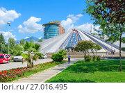 """Купить «Здание """"Пирамида"""" (бывший музей Энвера Ходжи), Тирана, Албания», фото № 27016495, снято 6 сентября 2017 г. (c) Ольга Коцюба / Фотобанк Лори"""