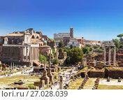 Купить «Вид сверху на руины на Римского форума в Риме. Италия», фото № 27028039, снято 14 сентября 2017 г. (c) Наталья Волкова / Фотобанк Лори