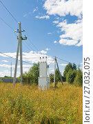 Купить «Силовой понижающий трансформатор 10кВ установленный в поле», эксклюзивное фото № 27032075, снято 16 августа 2017 г. (c) Макаров Алексей / Фотобанк Лори